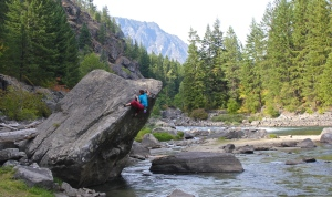 EC - the Beach Arete V2 - Leavenworth (photo by Jess Groseth)